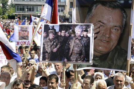 People with portraits of Bosnian Serb wartime general Ratko Mladic rally in support of him, in Banja Luka May 31, 2011. REUTERS/Ranko Cukovic