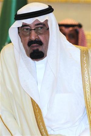 Saudi Arabia's King Abdullah awaits the arrival of the GCC leaders at Riyadh Airport May 10, 2011. REUTERS/Fahad Shadeed