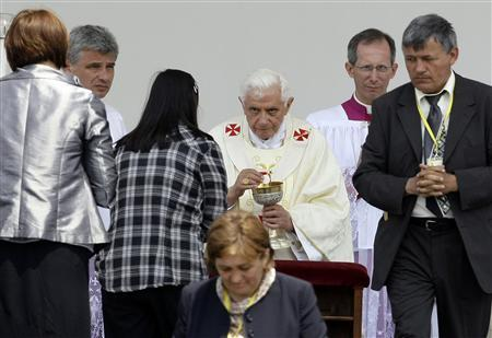 Pope Benedict XVI leads a solemn mass in Zagreb June 5, 2011. The Pope is on a two-day visit to Croatia. REUTERS/Marko Djurica