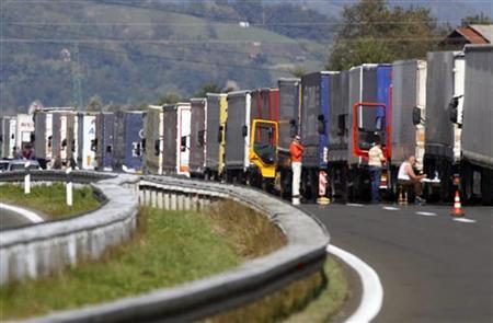 Trucks are lined up at the Macelj border crossing on the Croatian side of the border with Slovenia September 29, 2010. REUTERS/Nikola Solic