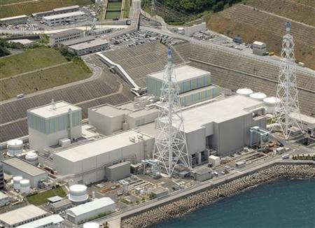 Chugoku Electric Power Co's Shimane nuclear plant No.1 (L) and No.2 reactors are pictured in Matsue, southern Japan May 28, 2007. Mandatory Credit. REUTERS/Kyodo