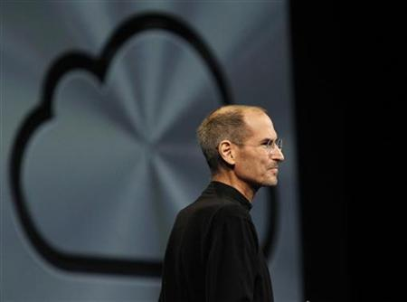 Apple Inc CEO Steve Jobs takes the stage to discuss the iCloud service at the Apple Worldwide Developers Conference in San Francisco June 6, 2011. REUTERS/Beck Diefenbach