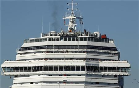 Passengers look out from the top of the ship as the Carnival Cruise Lines cruise ship C/V Splendor is towed into San Diego harbor November 11, 2010. REUTERS/Mike Blake