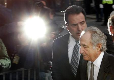 Accused swindler Bernard Madoff enters the Manhattan federal court house in New York March 12, 2009. REUTERS/Shannon Stapleton