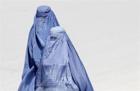 Burqa-clad women walk along a street in Kabul, April 18, 2011. REUTERS/Denis Sinyakov/Files