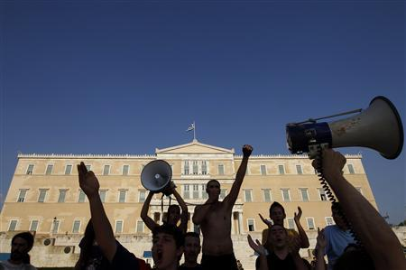 Protesters shout slogans in front of parliament during a rally against austerity economic measures and corruption in Athens' Syntagma (Constitution) square June 17, 2011. REUTERS/John Kolesidis