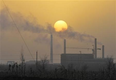 Smoke billows from a power station in Shenyang, Liaoning province, November 24, 2010. REUTERS/Sheng Li