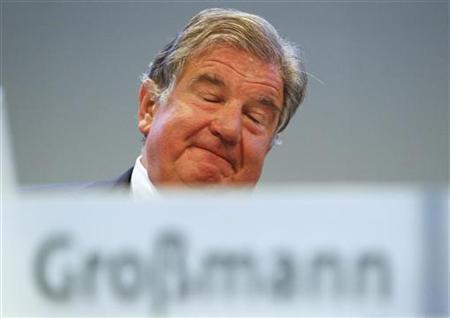 RWE-Chef Jürgen Grossmann während einer Aktionärsversammlung in Essen am 20. April 2011. REUTERS/Wolfgang Rattay