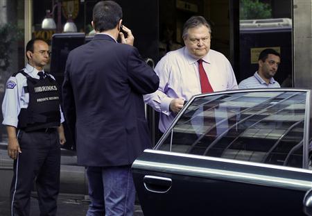 Greek Finance Minister Evangelos Venizelos leaves the Finance Ministry in Athens June 23, 2011. REUTERS/John Kolesidis