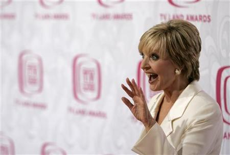 Actress Florence Henderson arrives at the taping of the 5th annual TV Land Awards in Santa Monica, California April 14, 2007. REUTERS/Max Morse