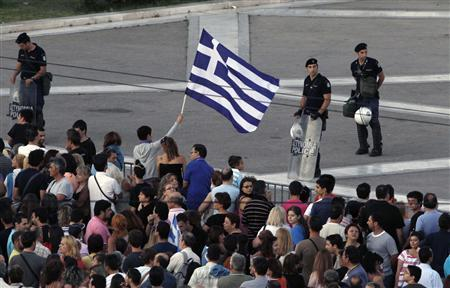 Protesters gather in front of the parliament during a rally against the austerity economic measures and corruption at Syntagma (Constitution) square in Athens June 26, 2011. REUTERS/John Kolesidis