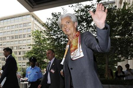 France's Finance Minister Christine Lagarde waves as she departs after a day of meetings ahead of her potentially being named the next managing director of the International Monetary Fund, at IMF headquarters in Washington, June 23, 2011. REUTERS/Jonathan Ernst