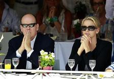 <p>Monaco's Prince Albert II and his fiancee Charlene Wittstock attend the Jumping International of Monte Carlo in Monaco June 24, 2011. REUTERS/Eric Gaillard</p>