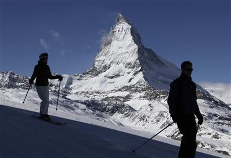 Skiers speed down in front of Matterhorn mountain at Riffelberg in the ski resort of Zermatt February 21, 2011. REUTERS/Denis Balibouse