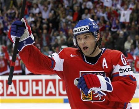 Czech Republic's Jaromir Jagr celebrates his second goal against the U.S. during their quarter-final match at the Ice Hockey World Championships in Bratislava May 11, 2011. REUTERS/Petr Josek
