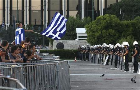 Protesters take part in a rally against austerity in front of the parliament at Constitution (Syntagma) square in Athens June 30, 2011. REUTERS/Yiorgos Karahalis