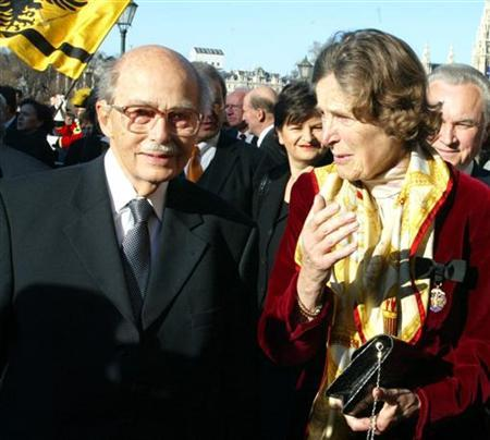 File photo of the oldest son of Austria's last emperor, Otto Habsburg and his wife Regina standing in front of Hofburg palace in Vienna November 20, 2002. Otto Habsburg-Lothringen, 98, died at his home at Lake Starnberg in Germany July 4, 2011, the Austrian Press agency reported. Born in 1912, the man also known as Archduke Otto von Habsburg became head of the imperial House of Habsburg on the death of his father, Archduke Charles, in 1922. The Habsburgs were the ruling family of the Austro-Hungarianempire, which collapsed at the end of World War One. Otto Habsburg had been a member of the European Parliament for the German state of Bavaria and lectured throughout the world on international affairs. REUTERS/Leonhard Foeger /files