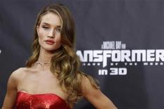 "<p>Cast member Rosie Huntington-Whiteley arrives for the premiere of ""Transformers: Dark of The Moon"" in Times Square in New York June 28, 2011. REUTERS/Lucas Jackson</p>"