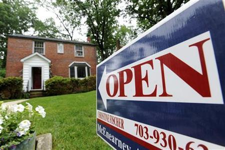 A sign announces an open house for a home for sale in Silver Spring, Maryland, May 23, 2010. REUTERS/Jonathan Ernst