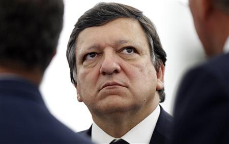 European Commission President Jose Manuel Barroso talks with members of the European Parliament ahead of a debate on the EU budget at the European Parliament in Strasbourg, July 5, 2011. REUTERS/Vincent Kessler