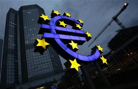 The illuminated euro sign is seen in front of the headquarters of the European Central Bank (ECB) in Frankfurt April 5, 2011. REUTERS/Kai Pfaffenbach