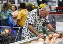 <p>A customer shops for chickens at a Sam's Club store in Arkansas, June 4, 2009. REUTERS/Jessica Rinaldi</p>