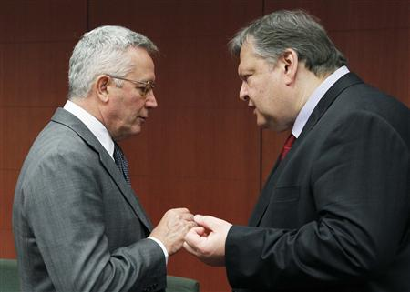 Greece's Finance Minister Evangelos Venizelos (R) talks with his Italian counterpart Giulio Tremonti at the start of a Euro zone finance ministers meeting in Brussels, July 11, 2011. REUTERS/Thierry Roge