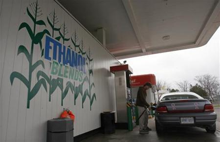 A worker pumps gasoline blended with 10% ethanol at the UPI Energy gas station in Chatham, Ontario, April 11, 2008. REUTERS/Mark Blinch