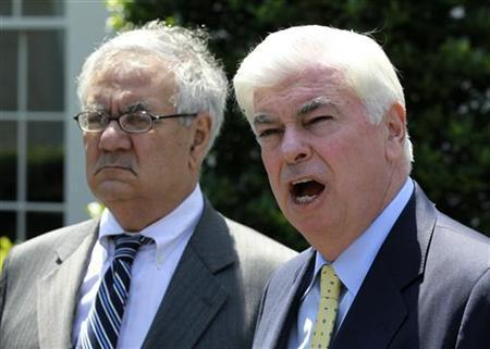Chairman of the Senate Banking Committee Christopher Dodd (D-CT) speaks to the press alongside Rep. Barney Frank (D-MA) outside the West Wing of the White House in Washington, May 21, 2010. REUTERS/Jason Reed