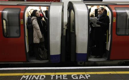 Travellers try to find a space on a packed rush hour tube train in central London, November 29, 2010. REUTERS/Andrew Winning