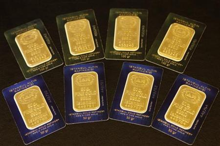 Bars of 50 and 100 gram (front) fine gold are displayed at the branch of Istanbul Gold Refinery in Istanbul July 19, 2011. REUTERS/Murad Sezer