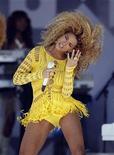 """<p>Foto de archivo de la cantante Beyonce durante una presentación en Central Park para el programa 'Good Morning America' de la cadena ABC en Nueva York, jul 1 2011. Beyonce Knowles lo ha conseguido todo antes de cumplir los 30, pero todavía se siente humilde ante lo que denomina """"la mayor oportunidad de mi vida"""": su rol de protagonista en la nueva versión de Clint Eastwood de la película """"A Star Is Born"""". REUTERS/Lucas Jackson</p>"""