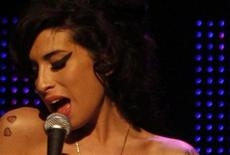 <p>Amy Winehouse performs during the 2007 Mercury Music Awards at the Grosvenor House hotel in London in this Sepember 4, 2007 file photo. REUTERS/Kieran Doherty/Files</p>