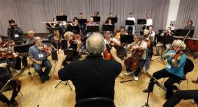 <p>Roberto Paternostro conducts the Israel Chamber Orchestra during a rehearsal in Bayreuth July 24, 2011. REUTERS/Michael Dalder</p>