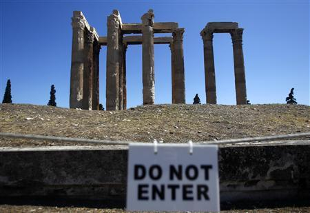 The Temple of the Olympian Zeus is seen in Athens, July 22, 2011. REUTERS/Yannis Behrakis