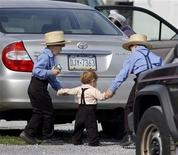 <p>Amish boys get a lift home after school by a neighbor in Nickel Mines, Pennsylvania October 3, 2006. REUTERS/Bradley C Bower</p>