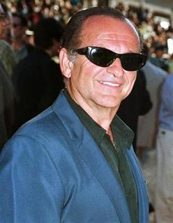 ''GoodFellas'' actor Joe Pesci, shown in a July 7, 1998 file photo at a Hollywood premiere, is in talks to star in a film about Mafia hitman Sammy ''The Bull'' Gravano, according to Variety on April 18, 2001. REUTERS/Fred Prouser
