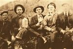 <p>Unidentified moonshiners in the early spring of 1918 on Lister Road near Gowensville, South Carolina. REUTERS/Dean Campbell</p>