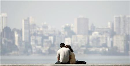 A couple sits at the seafront in Mumbai in this December 11, 2007 file photo. REUTERS/Punit Paranjpe