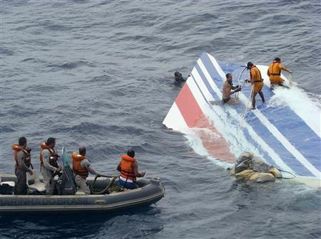 Brazilian Navy sailors pick up a piece of debris from Air France flight AF447 out of the Atlantic Ocean, June 8, 2009. REUTERS/Brazilian Air Force
