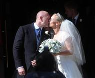 <p>Britain's Zara Philips, the eldest granddaughter of Queen Elizabeth, kisses her husband rugby captain Mike Tindall, after their marriage at Canongate Kirk in Edinburgh, Scotland July 30, 2011. REUTERS/David McNie/Pool</p>