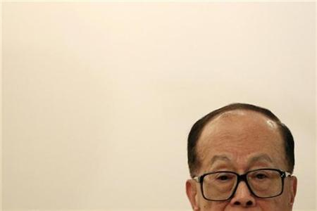 Billionaire and Cheung Kong chairman Li Ka-shing is seen during a news conference in Hong Kong May 27, 2010. REUTERS/Tyrone Siu