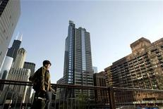 <p>A woman walks past the Boeing World Headquarters office building in Chicago April 26, 2006. REUTERS/Stringer</p>