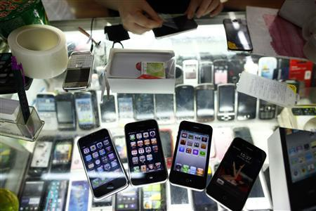 Fake iPhones are displayed at a mobile phone stall in Shanghai August 11, 2011. REUTERS/Aly Song