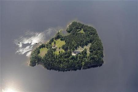 An aerial view shows Utoeya island July 21, 2011, one day before a shooting which took place at a meeting of the youth wing of Norway's ruling Labour Party. REUTERS/Lasse Tur