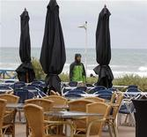 <p>Empty outside tables of a restaurant are seen along a beach during summer holidays in Lacanau near Bordeaux, Southwestern France, July 21, 2011. REUTERS/Regis Duvignau</p>