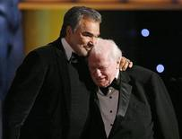 <p>Actor Burt Reynolds (L) hugs Charles Durning after he accepted the Lifetime Achievement award at the 14th annual Screen Actors Guild Awards in Los Angeles January 27, 2008. REUTERS/Mario Anzuoni</p>