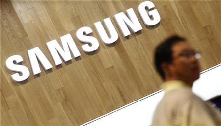 A man shops at a Samsung Electronics shop in Seoul July 29, 2011. REUTERS/Lee Jae-Won