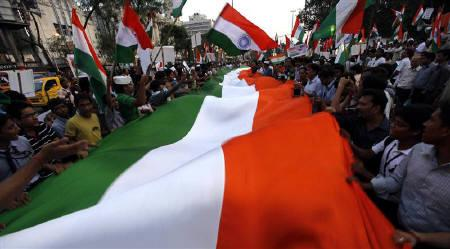 Supporters of veteran Indian social activist Anna Hazare hold Indian national flags as they shout anti-government slogans during a protest rally against corruption in Kolkata August 20, 2011. REUTERS/Rupak De Chowdhuri