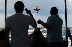 <p>Jorge Ferzuli of Mexico dives in the second round of the Red Bull Cliff Diving World Series 2011 competition in Boston, Massachusetts August 20, 2011. REUTERS/Brian Snyder</p>